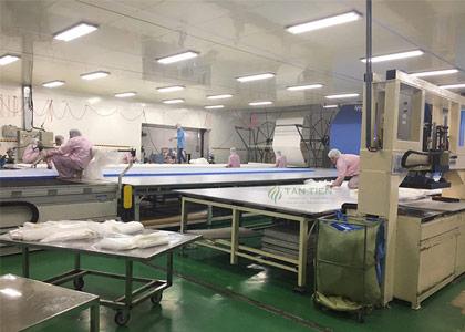 Bàn cắt vải và những công dụng giúp doanh nghiệp nâng cao hiệu suất