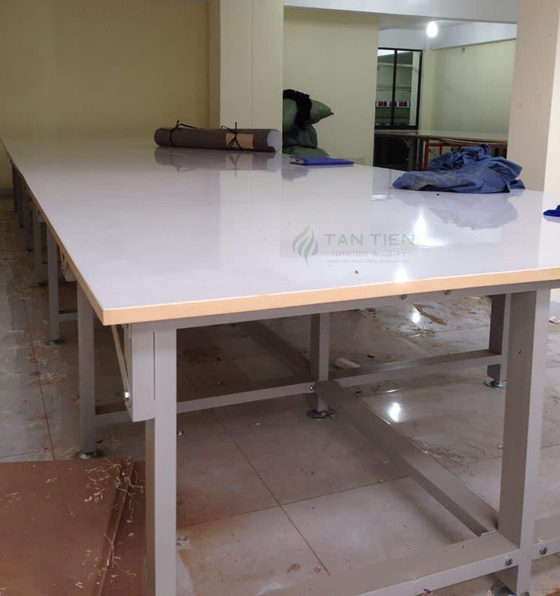 CÔNG TY TNHH ĐẦU TƯ SẢN XUẤT – THƯƠNG MẠI TÂN TIẾN chuyên sản xuất và cung ứng các loại bàn cắt vải theo yêu cầu của Quý khách