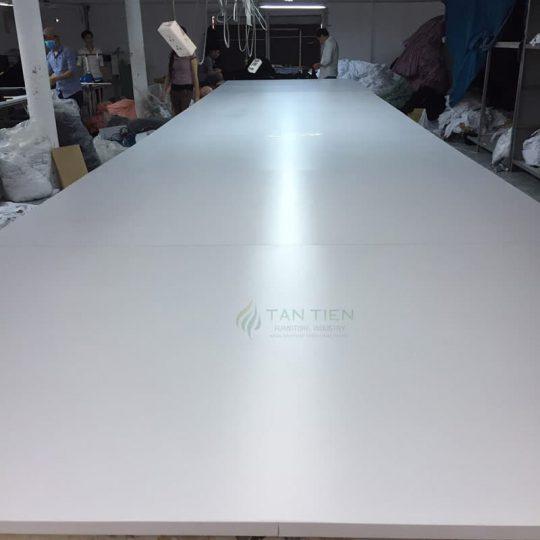 Tân Tiến chuyên sản xuất và cung ứng bàn cắt vải theo yêu cầu